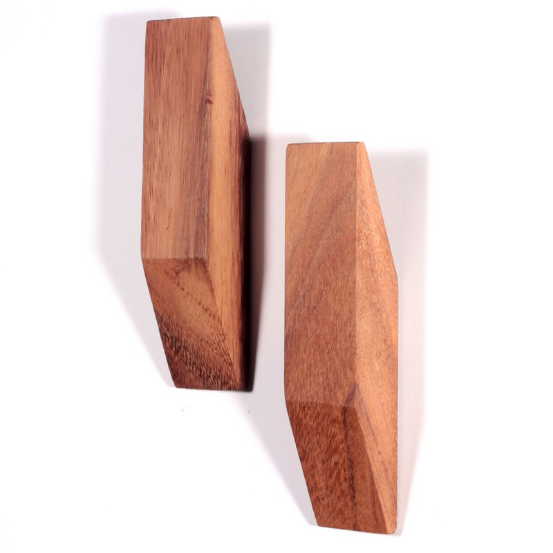 perchero de madera en forma de rombo