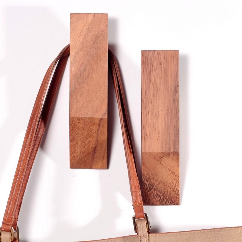 perchero de madera en forma de rombo 1